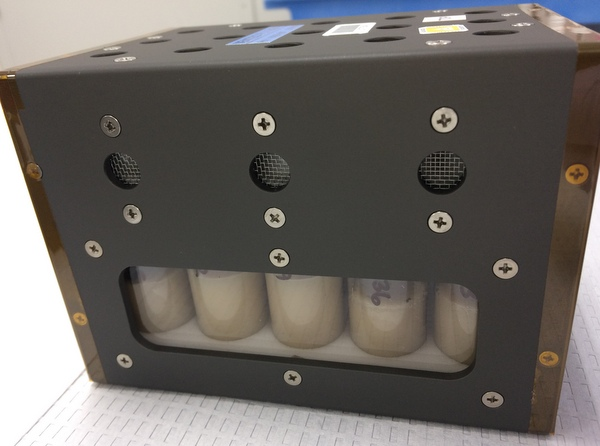 Space-bound fruit fly cultures in a vented fly box