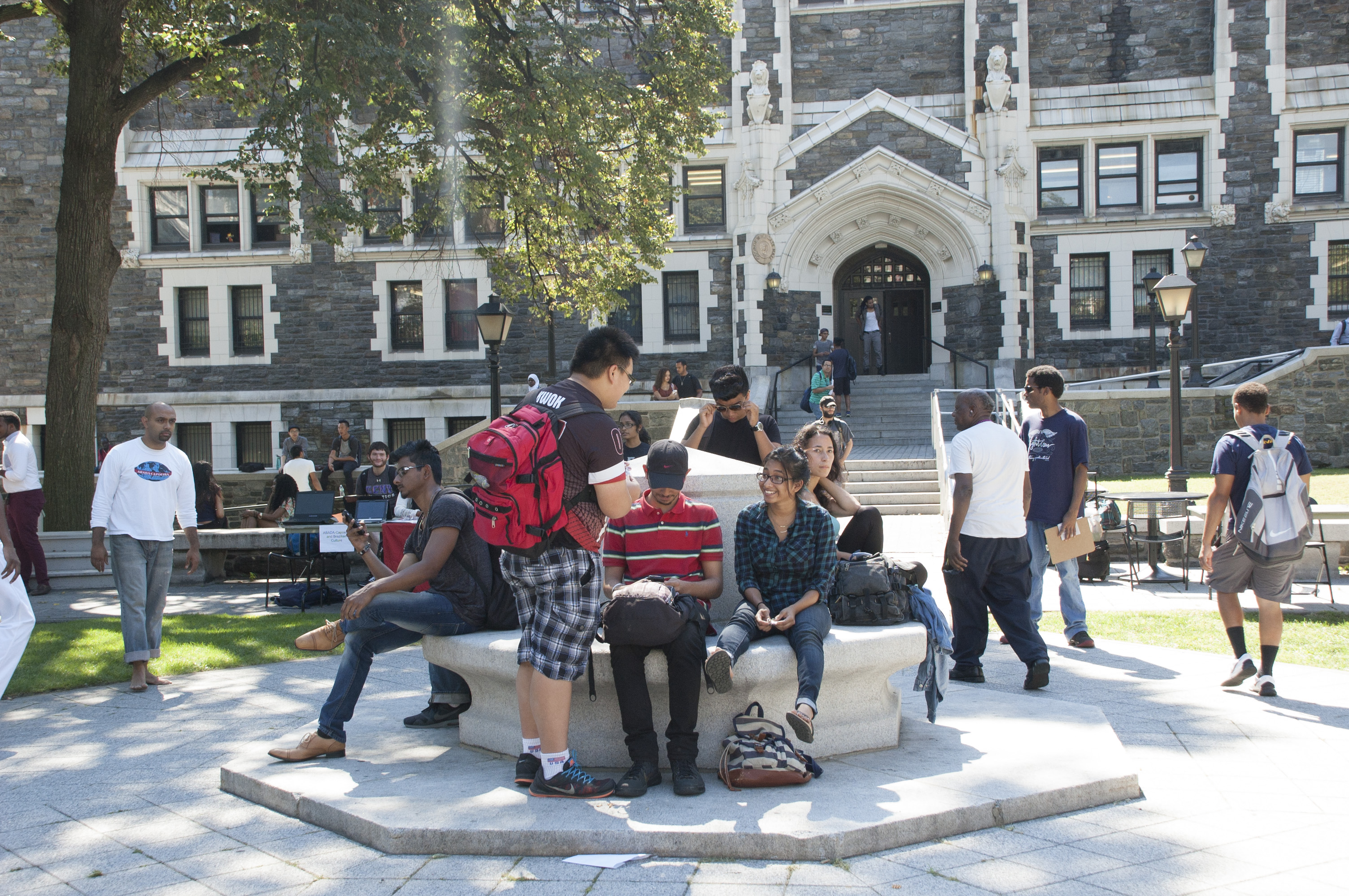 Freshmen gather in the Quad.