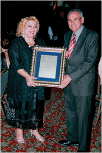 Zunilda-Foundeur-Accepting-Award-from-Congreso-Nacional-Dominicano_1