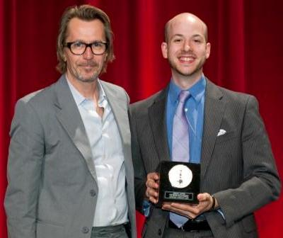 Jeremy Joffee, '08 MFA (r.), winner of a Silver Medal in the 36th Annual Student Academy Awards, with presenter Gary Oldham.