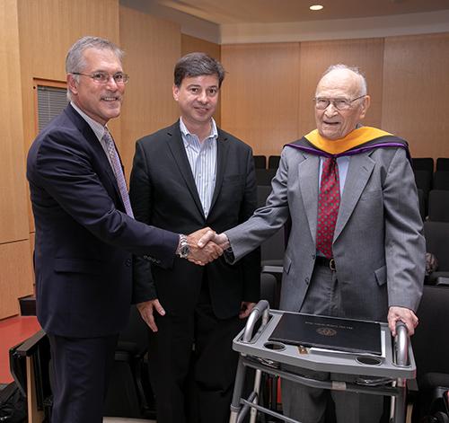 Alumnus Harold Scheraga receives honorary degree from CCNY